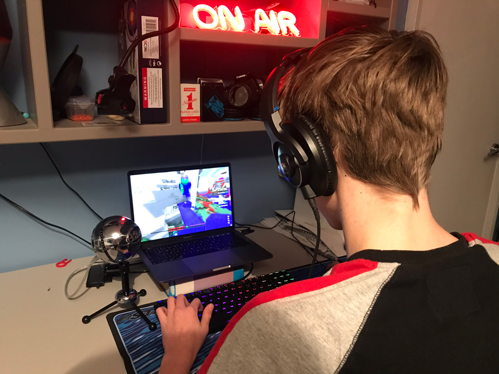 Fegans teen-gaming-in-lockdown